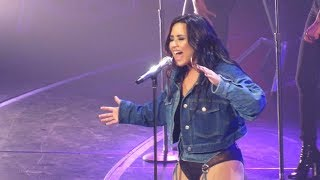 Baixar Demi Lovato Performing Tell Me You Love Me (12/17/17)