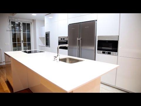 Montaje 3d perfiles gola en muebles de cocina doovi for Cocinas modernas blancas 2016