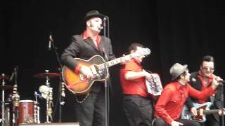 "Urban Voodoo Machine play ""Train Wreck Blues"" at Belfast 25-06-11"