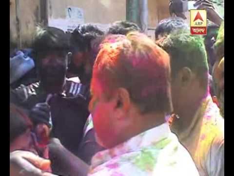 Mukul Roy enjoying holi a lot alongwith his near and dear ones, supporters.