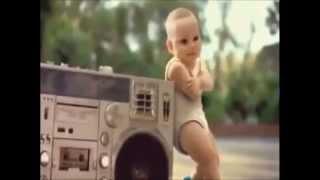 Bebes engraçados dançando oppan gangnam style.