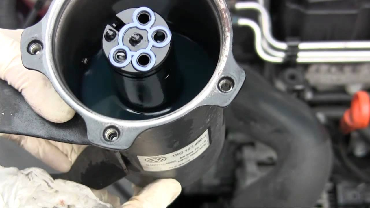 volkswagen jetta tdi fuel filter change (mk5 2006 shown) youtube
