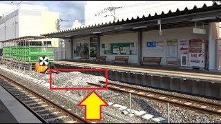 新しく作り変えられている島原鉄道の諫早駅と高くバラストが盛られたエンドレール