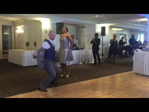 amazing-&-funny-maid-of-honor-&-best-man-entrance
