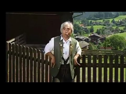 Bibi Hendl (Chicken Yodeling) but sped up every time he yodels