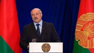 Лукашенко: главная задача учителя - обучение и воспитание детей, а не бумаготворчество