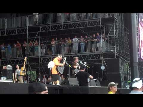 Pinball Wizard/There's a Doctor/Listening to You (The Who cover) - Tenacious D - Bonnaroo 2010 mp3