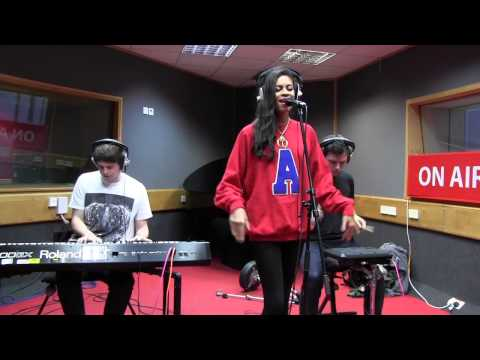 AlunaGeorge - Attracting Flies (session)