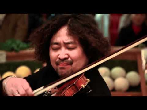 Violinist Taro Hakase's fundraising concert for Japan
