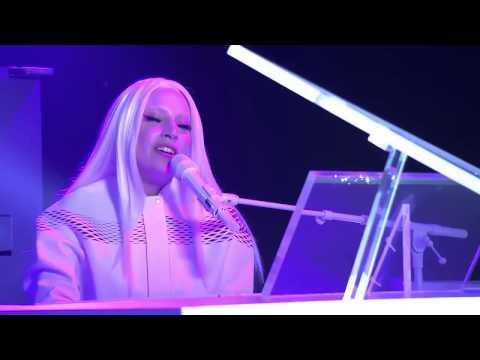 Lady Gaga canta ''Cicale''