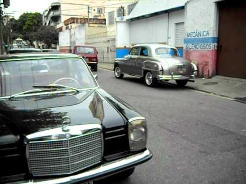 Raridades juntas na rua: Dodge Kingsway 1950, Mercedes-Benz 220 S 1956 e Mercedes-Benz 230 1969