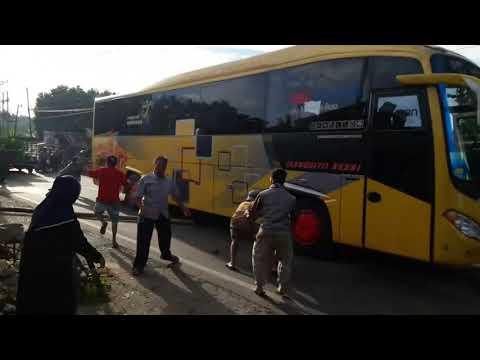 Detik 2 Rem Blong ,bus Surabaya Indah