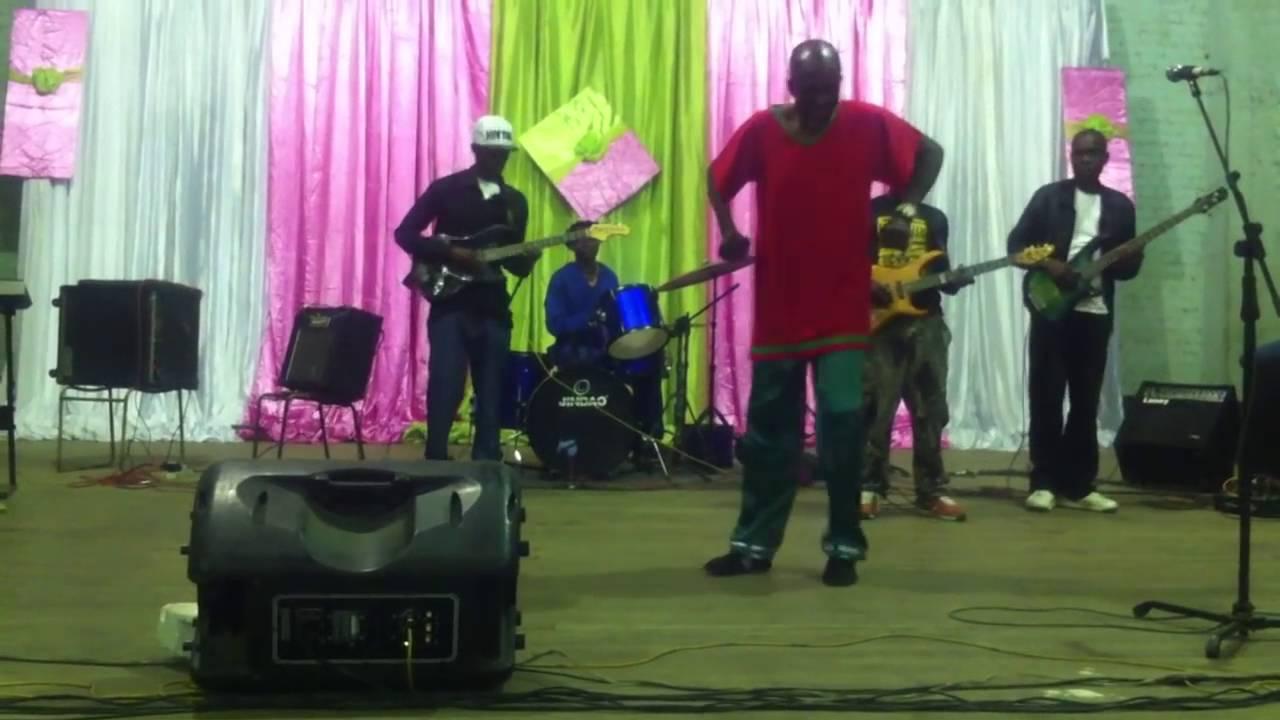 ANGRY ZIMBABWE CITIZINES REACT AFTER EVAN ... - YouTube