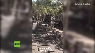 PRIMERAS IMÁGENES: Una furgoneta atropella a decenas de personas en Barcelona thumbnail