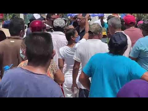 Batalla campal entre pobladores y policías durante desalojo de zona invadida en Tulum