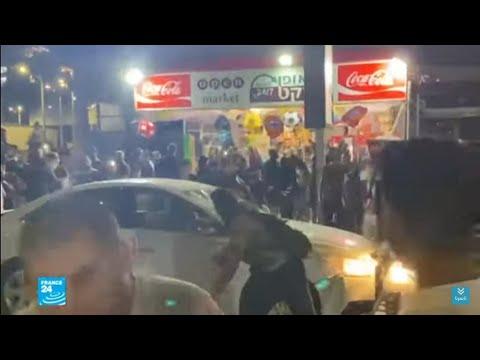وسائل إعلام إسرائيلية تبث مقطع فيديو مثير للجدل يظهر اعتداء على شاب يشتبه أنه فلسطيني  - نشر قبل 2 ساعة