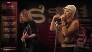 Pink - Please Don't Leave Me (AOL Sessions).wmv