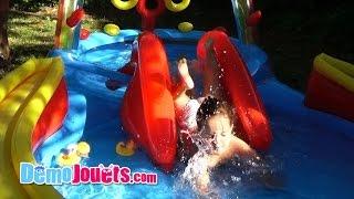 (VLOG) Amantine joue dans la piscine - Demo Jouets