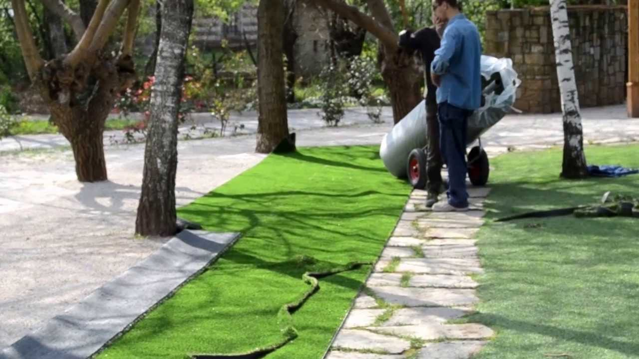 Areaverde realizza giardini in erba sintetica verosimili e d 39 alta qualit youtube - Erba artificiale per giardini ...