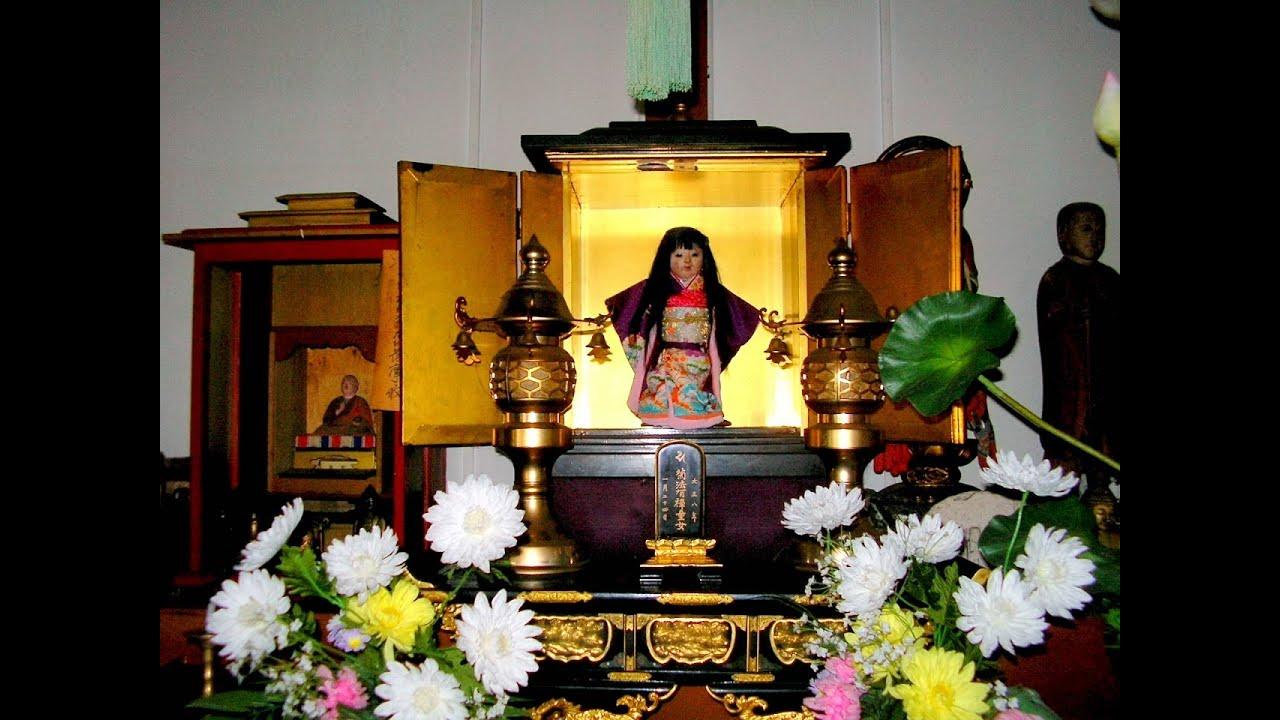 búp bê mọc tóc okiku tại đền thờ nhật bản