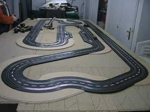 circuit artin avec voiture carrera ferrari muni d 39 une puce youtube. Black Bedroom Furniture Sets. Home Design Ideas