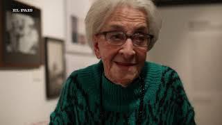 Ida Vitale recorrió la muestra sobre su obra que se inauguró en el CCE