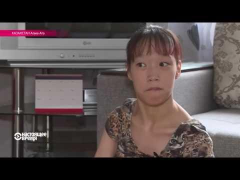 Ноги, нитка и иголка: девушка-инвалид вышивает с парализованными руками