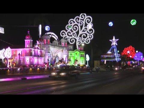 Más de 50 pesebres recorren luminosa avenida en Managua