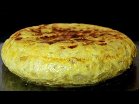 Tortilla de patatas española con cebolla