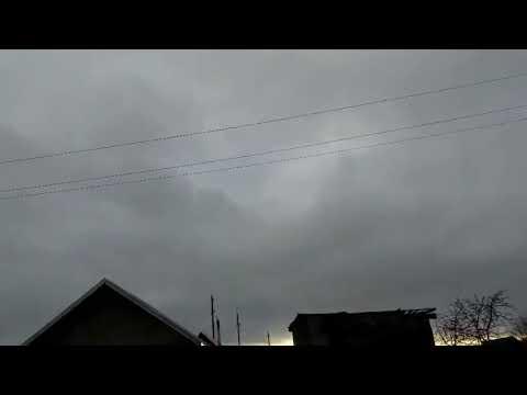 Штормовой ветер сорвал кровлю с жилого дома в Карелии