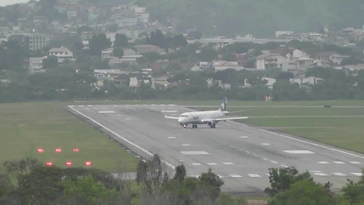 Aeroporto De Vitoria : Aviões pousando e decolando do aeroporto de vitória es