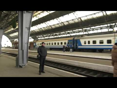 Как объявляют поезда на вокзале г.Львова (HD) (январь, 2017)