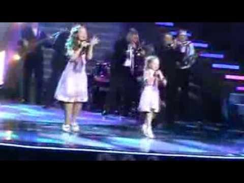 Дети таланты поют. Дует Петрики!!!