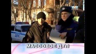 На улице Симбирской грузовик протаранил пять машин и перевернулся [ВИДЕО]