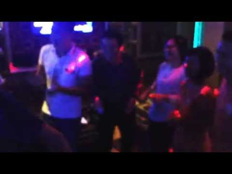 Ca si Huu Manh quay cuong thac loan khoa than tai Karaoke