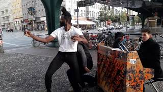PIANO STREET PERFORMANCE WITH DANCERS IN BERLIN