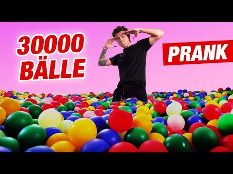 BÄLLEBAD Room-PRANK an meine SCHWESTER! | 30.000 Bälle