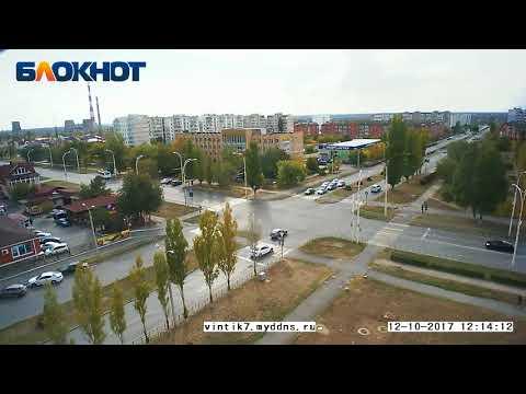 """Авария на перекрестке возле """"Камина"""" в Волгодонске, 12 октября 2017 года"""