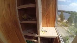 Полуторный шкаф на балкон.(Видео:Как сделать самому полуторный(из трех дверок)-шкаф на балкон.Из деревянной вагонки. Фото шкаф: http://www.bal..., 2016-06-03T16:59:17.000Z)