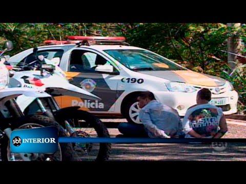 Araçatuba: Bandidos capotam o carro durante perseguição policial