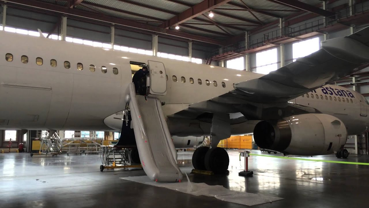 Airbus A321 Emergency Evacuation Slide Test Youtube