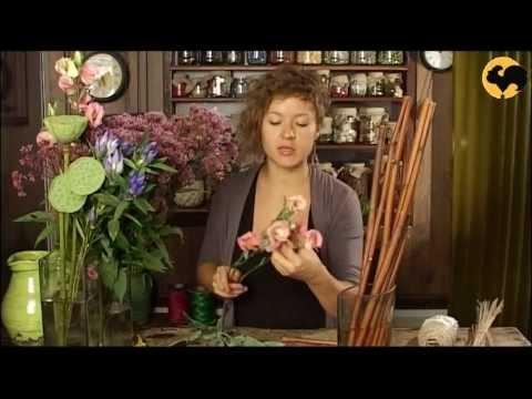 Ботаника. Композиция в вазе с ветками и цветами