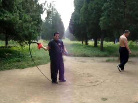 Alejandro Sabio intentando usar un latigo - Beijing - China