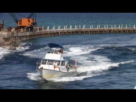 Boat goes vertical at boynton inlet doovi for Boynton beach fishing
