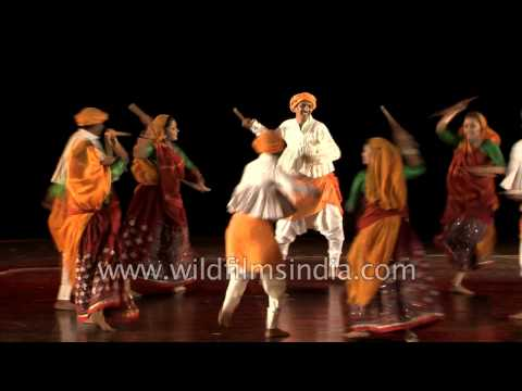 Dandiya Raas dance by Avishkar folk dance group of Gujarat