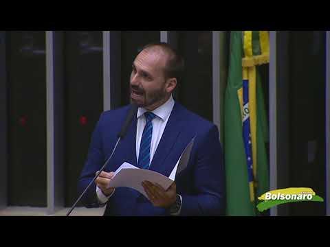 Eduardo Bolsonaro fica no Brasil