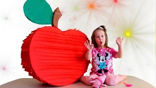 Julia transform toy fruits into real with magic wand