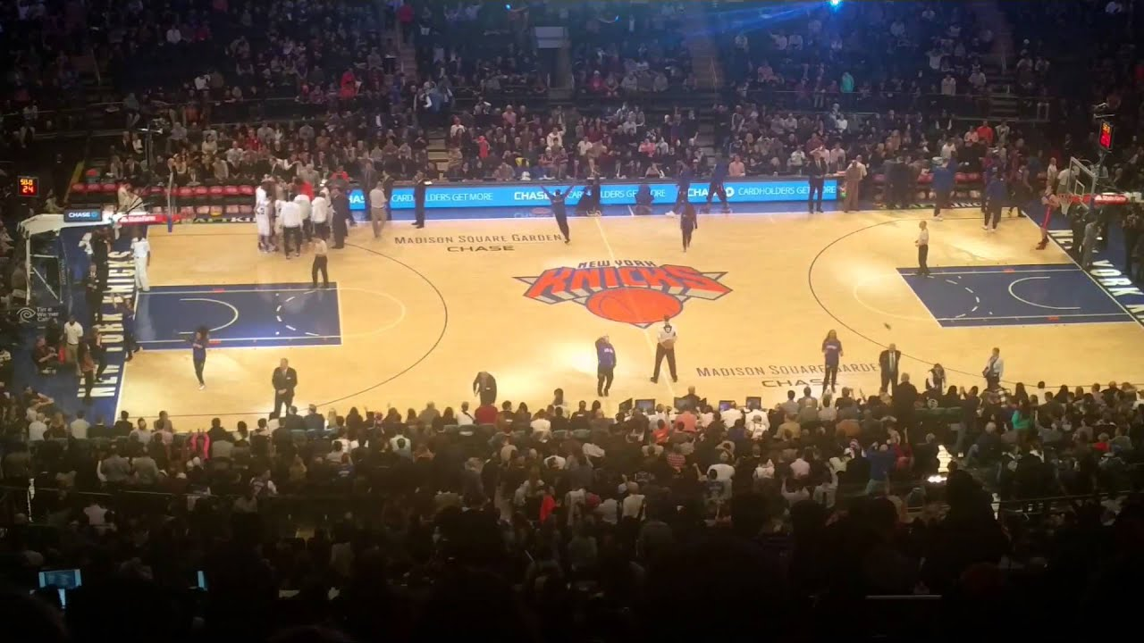 New York Knicks... Madison Square Garden.