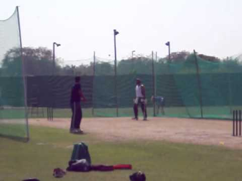 Jacques Kallis batting in the nets