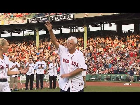 COL@BOS: Yaz comes on to the field at Fenway Park